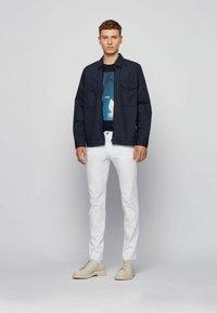 BOSS - TNOAH 1 - T-shirt med print - dark blue - 1