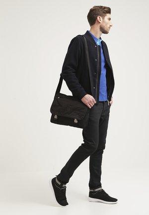 JOURNEY - Across body bag - black