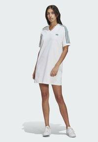 adidas Originals - TEE DRESS - Vestido ligero - white - 0