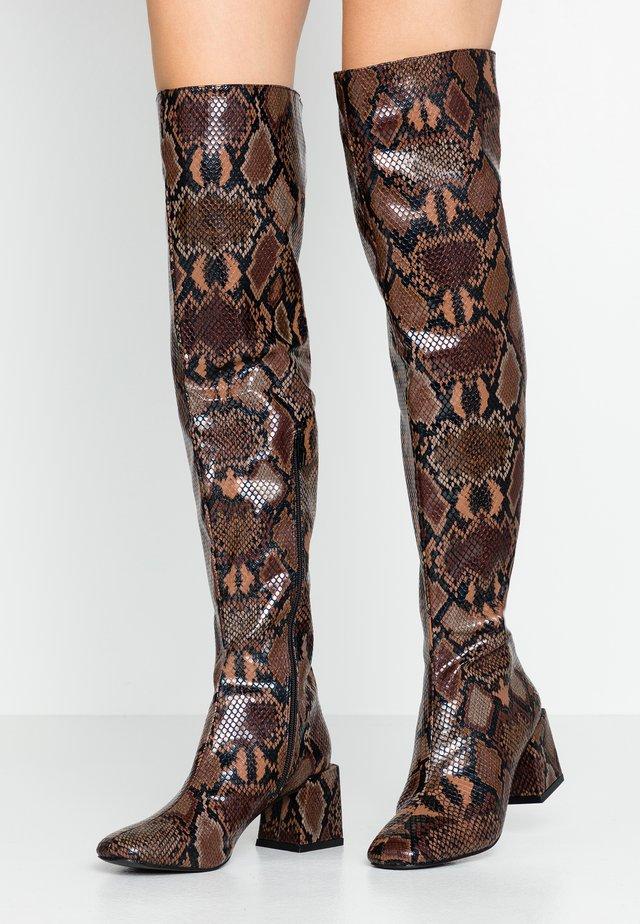 LOLA SKYE LAELA HIGH SHAFT BOOT - Kozačky nad kolena - brown