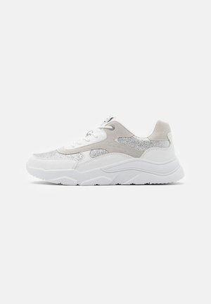 LOW CUT SHOE - Zapatillas de entrenamiento - white