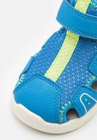 Superfit - WAVE - Dětské boty - blau/gelb - 5