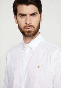 Farah Tailoring - HANDFORD SLIM FIT - Formal shirt - white - 3