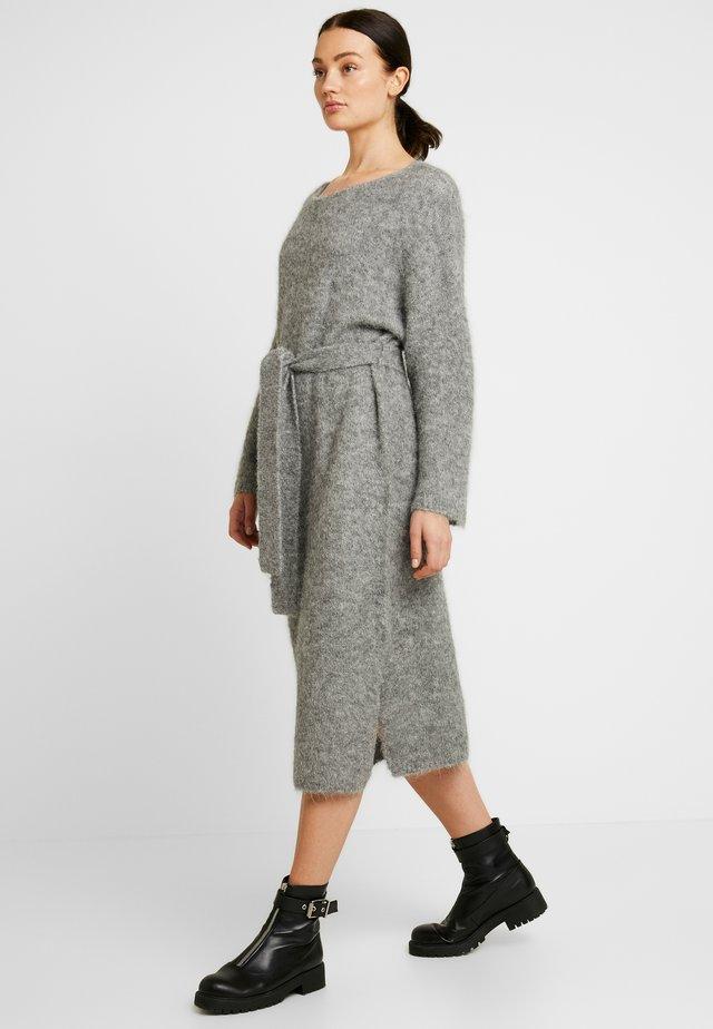 ISAC DRESS - Jumper dress - grau