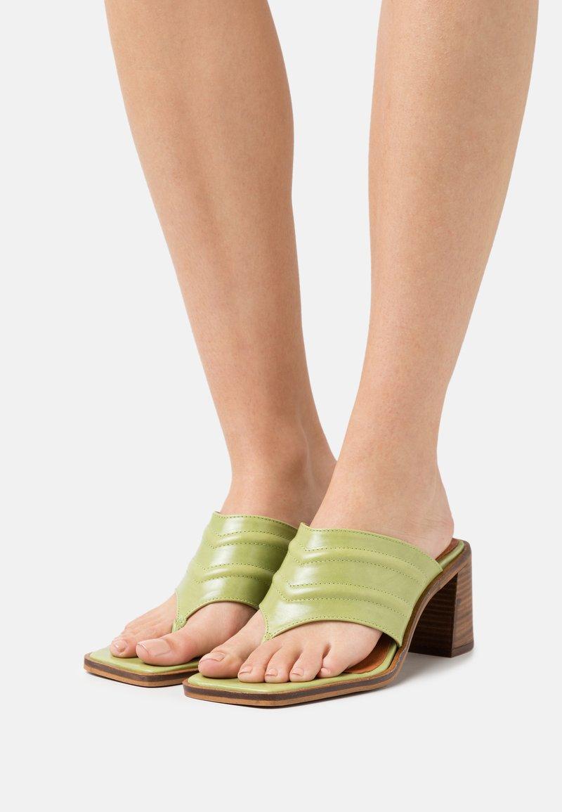 Chio - Varvassandaalit - green poncho