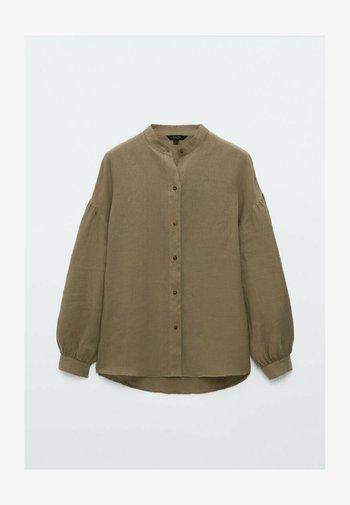 MIT MAOKRAGEN UND PUFFÄRMELN - Button-down blouse - khaki