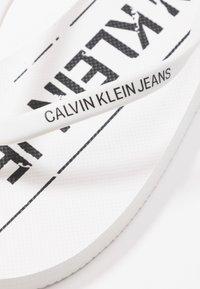 Calvin Klein Jeans - DASHEEN - Badesko - white/black - 2