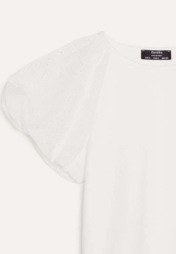 Bershka MIT SCHWEIZER STICKEREI - Bluzka - white/biały OIWN