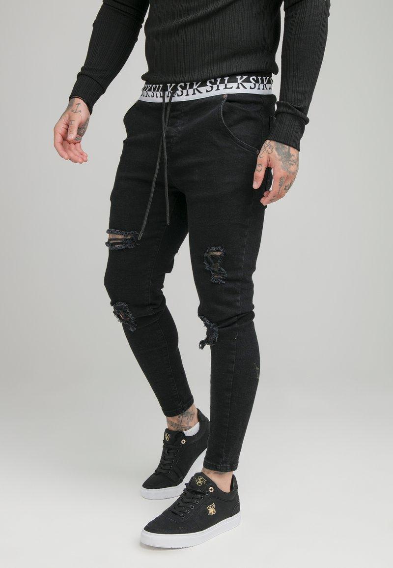 SIKSILK - DISTRESSED ELASTICATED - Slim fit jeans - washed black
