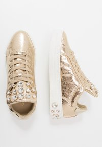 Guess - MAREY - Sneakersy niskie - gold - 3