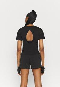 Puma - PAMELA REIF X PUM TEE BACK CUTOUT - Print T-shirt - black - 2