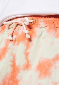 Missguided - TIE DYE ELASTICATED WAIST RUNNER SHORTS - Shorts - orange - 4