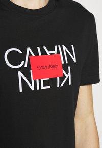 Calvin Klein - TEXT REVERSED LOGO  - T-shirt med print - black - 4