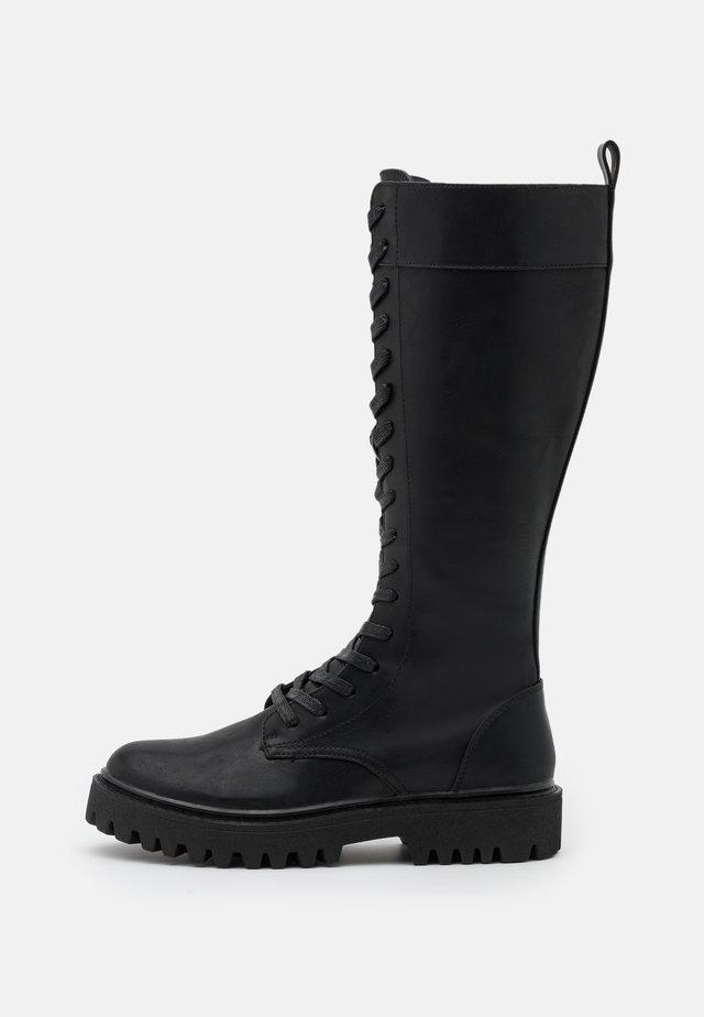 Šněrovací vysoké boty - black