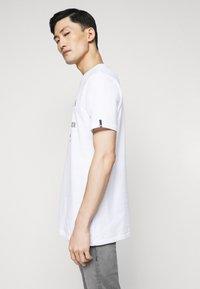 True Religion - CORE LOGO TEE - Camiseta estampada - white - 3