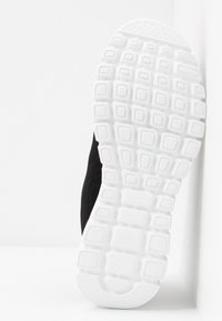 Skechers Sport - GRACEFUL - Zapatillas - black/white - 6