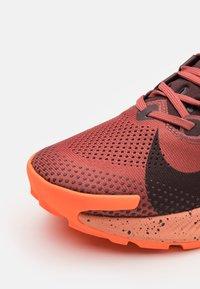 Nike Performance - PEGASUS TRAIL 2 - Zapatillas de trail running - canyon rust/mahogany/smokey mauve - 5