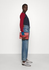 Victoria Beckham - VICTORIA - Straight leg jeans - vintage wash light - 4