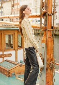 HOSBJERG - ANNA LONG SLEEVE - Bluzka z długim rękawem - beige - 5