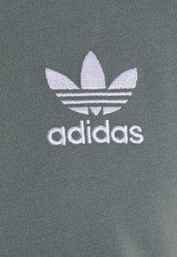 adidas Originals - STRIPES TEE - T-shirt con stampa - blue oxide - 6
