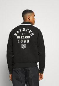 Fanatics - NFL OAKLAND RAIDERS TRUE CLASSICS LETTERMAN JACKET - Klubové oblečení - black - 2