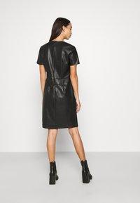 ONLY - ONLURSA DIONNE DRESS - Denní šaty - black - 2