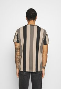 Kings Will Dream - VEDLO - Print T-shirt - jet black/dark sand - 2