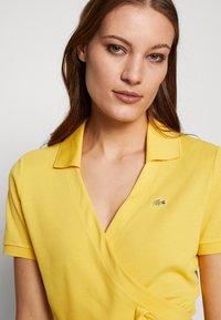 Lacoste LIVE - T-shirt imprimé - yellow - 3