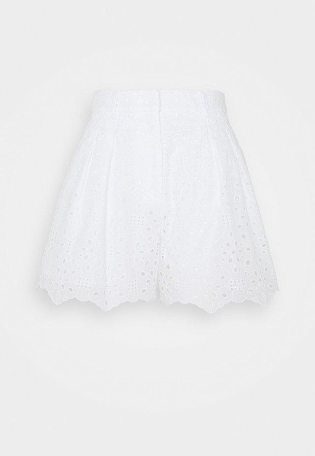 Shorts - fantasia fondo bianco