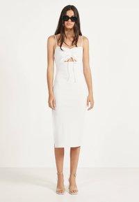 Bershka - Gebreide jurk - white - 1