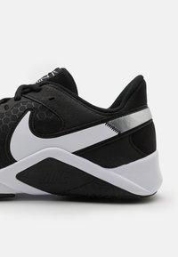 Nike Performance - LEGEND ESSENTIAL 2 - Zapatillas de entrenamiento - black/white/anthracite - 5