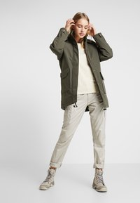 The North Face - INSULATED ARCTIC MOUNTAIN JACKET - Cappotto corto - new taupe green - 1