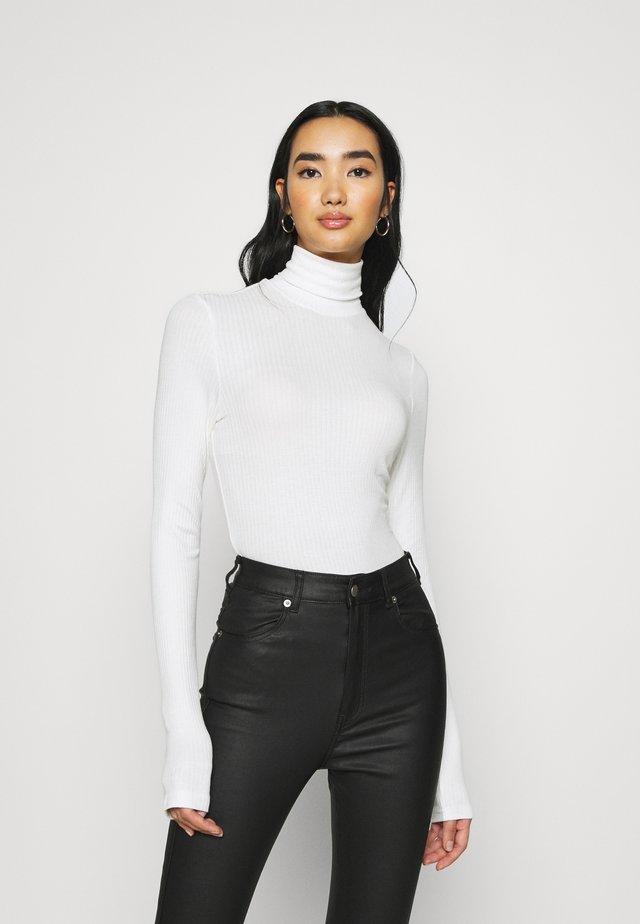 ELIN  - T-shirt à manches longues - white