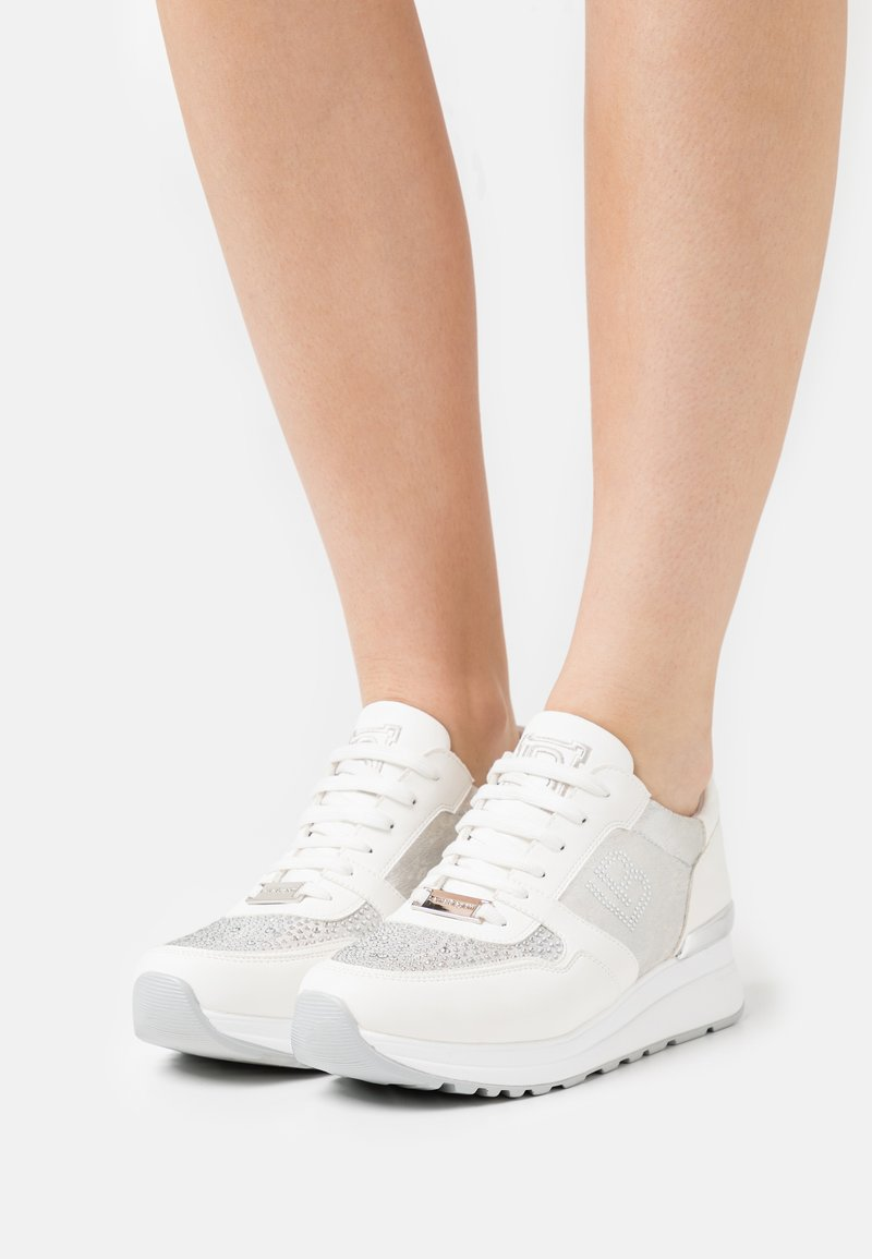 Laura Biagiotti - Sneakers laag - bear white