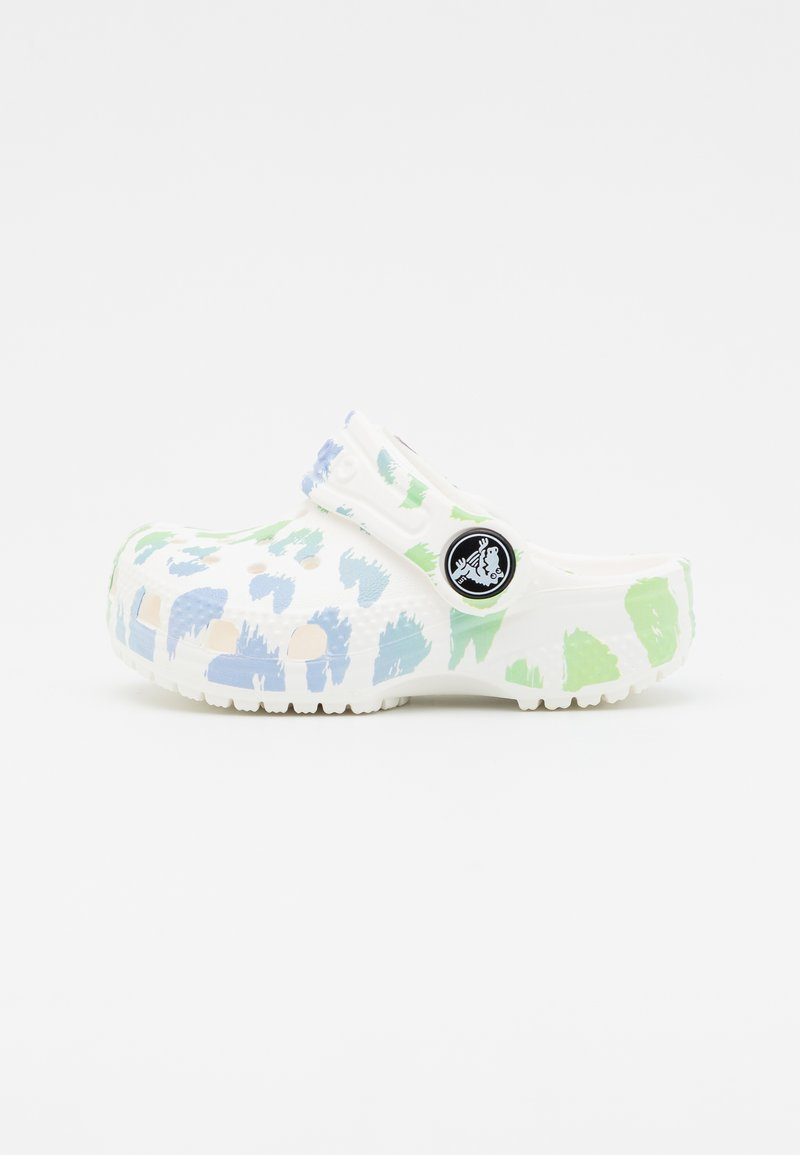 Crocs - CLASSIC OUT OF THIS WORLD II - Klapki - white