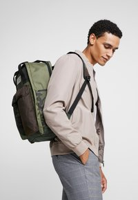 Levi's® - THE LEVI'S PACK 2.0 - Sac à dos - dark khaki - 1