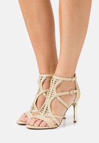 Bullboxer - High heeled sandals - light gold - 0