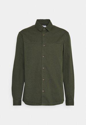 CUT'N SEW KENT COLLAR - Shirt - green