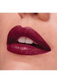 Maybelline New York - COLOR SENSATIONAL THE CREAMS - Rouge à lèvres - plum rule - 2