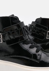 TWINSET - ALTA CON LOGO LETTERING - High-top trainers - nero - 4