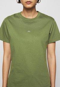 Holzweiler - SUZANA - T-shirt print - army - 5