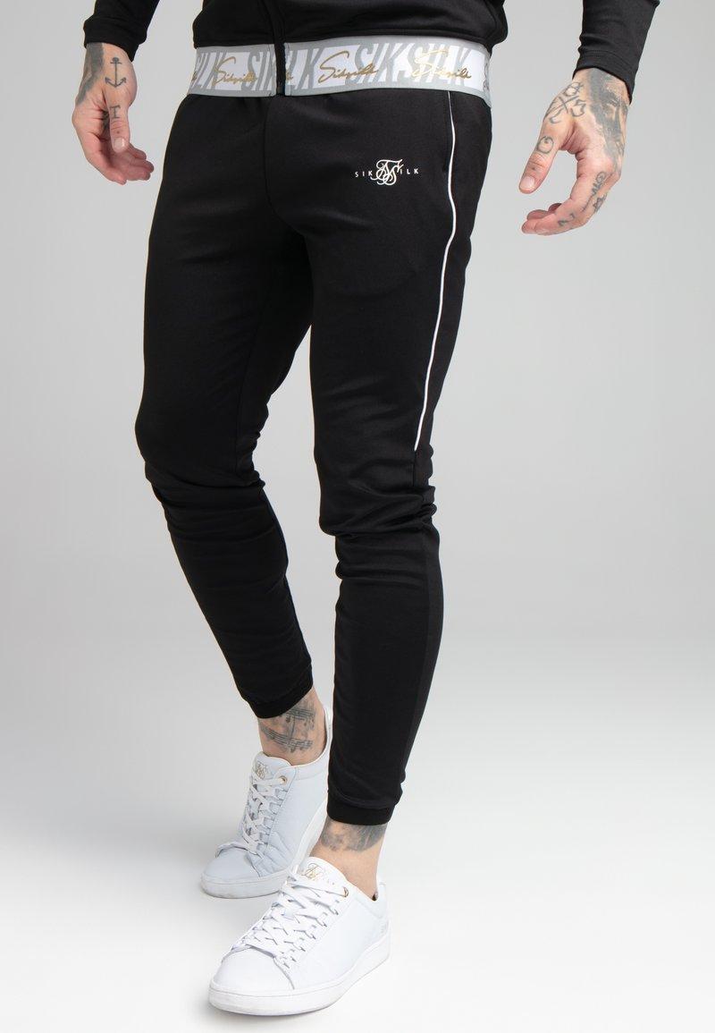 SIKSILK - SCOPE SIGNATURE TAPE PANT - Pantalon de survêtement - black