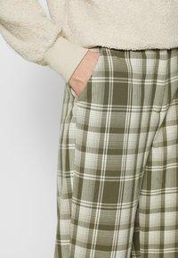 Object Tall - OBJUMA PANT - Kalhoty - burnt olive/gardenia - 4