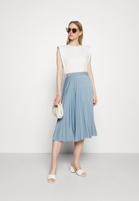 Rich & Royal - PLISSEE SKIRT - Pleated skirt - smoked blue - 1