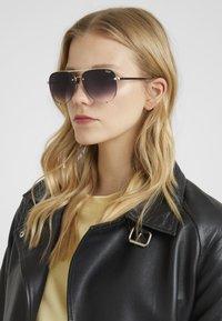 QUAY AUSTRALIA - HIGH KEY MINI RIMLESS - Sunglasses - gold-coloured/black - 1