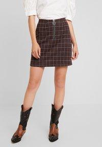 Vero Moda - VMBRITTA SHORT SKIRT - A-line skirt - black/mahogany - 0