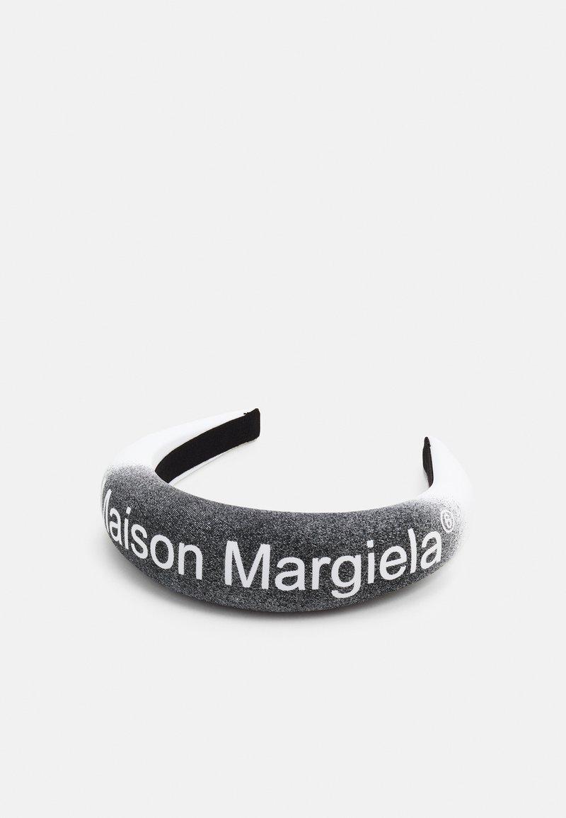 MM6 Maison Margiela - Hair styling accessory - white/black