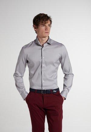 SLIM FIT - Zakelijk overhemd - hellgrau