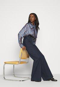 Mulberry - GRETTA TROUSERS  - Pantaloni - dark blue - 6