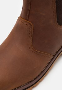 Timberland - LARCHMONT CHELSEA - Classic ankle boots - rust - 5